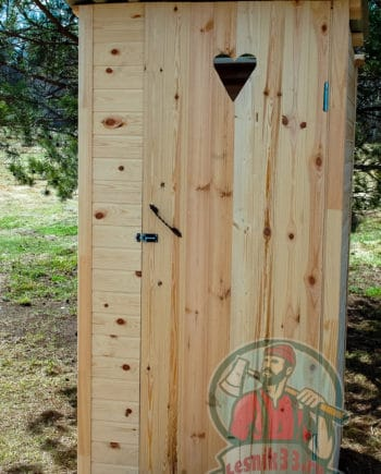 Деревянный туалет Лето